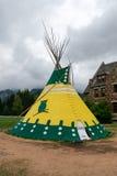 BANFF, ALBERTA/CANADA - 8-ОЕ АВГУСТА: Канадский родной teepee в c Стоковое Изображение RF