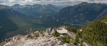 BANFF, ALBERTA/CANADA - 7 AGOSTO: Piattaforma di osservazione vicino a Banff A Fotografie Stock Libere da Diritti
