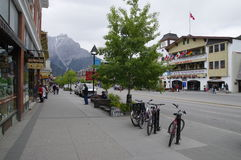 BANFF, ALBERTA. MAY 28: Banff Avenue on May 28, 2016 in Banff National Park, Alberta, Canada. Banff Avenue is the central shopping district in the town of Royalty Free Stock Photos