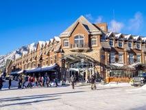 Banff-Allee im Winter Stockfotos