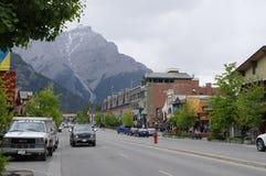 Banff aveny på Maj 28, 2016 i Banff Fotografering för Bildbyråer