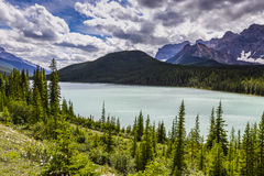 Banff berg sjö Arkivbild
