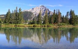 Banff - curva do rio imagem de stock royalty free