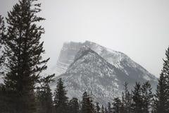 Banff Kanada, Mgłowa góra Obraz Royalty Free