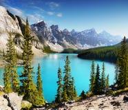 Banff nationalpark, kanadensiska steniga berg Arkivbild