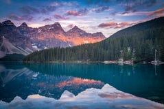 Banff no amanhecer imagens de stock royalty free