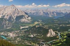 Banff-Stadt und Umlagerungen stockfotos