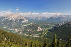 Banff-Stadt und Umlagerungen stockfoto