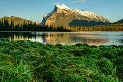 Banff-Vermilion See-Gebirgssonnenuntergang Lizenzfreie Stockfotos
