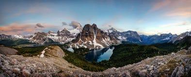 Banff zet Assiniboine Canada op Stock Afbeeldingen