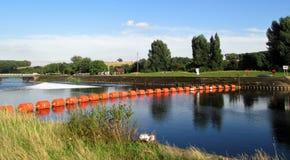 Bang på floden Trent i sommar royaltyfri foto
