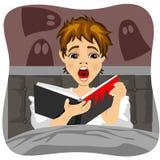 Bang weinig boek van de jongenslezing binnen De schaduw van spook is op muur vector illustratie