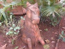 Bangalore, Karnataka, India - Januari 1, het Terracottastandbeeld van 2009 van een koe in Nrityagram Stock Afbeeldingen
