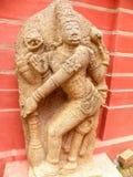 Bangalore Karnataka, Indien - September 8, 2009 forntida stenskulptur av Lord Vishnu på det regerings- museet Royaltyfri Bild