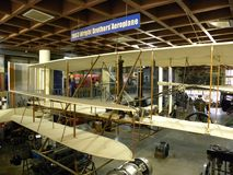 Bangalore Karnataka, Indien - September 5, 2009 kopia av den Wright Brothers Aeroplane modellen 1903 royaltyfri bild