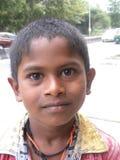 Bangalore, Karnataka, la India - 26 de abril de 2018 retrato del muchacho indio joven imagen de archivo
