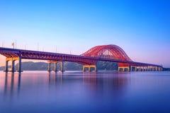 Banghwa bro och Han River i Seoul royaltyfri foto
