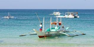 Bangka łodzie na morzu w Boracay, Filipiny Zdjęcie Stock