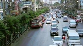 Bangkok är en av den viktigaste ekonomiska och transportmitten i South East Asia lager videofilmer