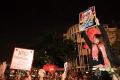 BANGKOK - 10 DE DICIEMBRE: Demostración roja de la protesta de las camisas - Tailandia Imagen de archivo libre de regalías