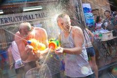 BANGKOK - 13 DE ABRIL 2012: Festival de Songkran Imagen de archivo libre de regalías