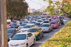 BANGKOK - 23. DEZEMBER: Täglicher Stau am Nachmittag am 23. Dezember, Stockbild