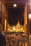 Bangkok - 7 de diciembre: Los turistas disfrutan del PA del atGrand del thenight Fotos de archivo