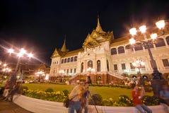 Bangkok 7. Dezember: Touristen genießen die Nacht an großartigem PA Lizenzfreies Stockfoto