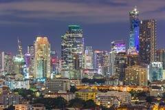 Bangkok affärsområde på natten Royaltyfri Bild