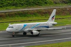Bangkok Airways entfernen sich an Phuket-Flughafen Stockbilder