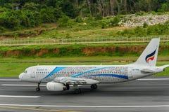 Bangkok Airways entfernen sich an Phuket-Flughafen Stockbild