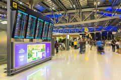 BANGKOK - APRIL 4  Passengers checking the flight schedule on airport charts at Suvarnabhumi Airport , on 4 April, 2014 in Bangkok Royalty Free Stock Photos