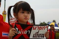 BANGKOK - APRIL 5 2014: Rood Overhemdenopstelling en protest bij plaats binnen Royalty-vrije Stock Afbeelding