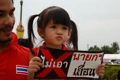 BANGKOK - APRIL 5 2014: Rood Overhemdenopstelling en protest bij plaats binnen Royalty-vrije Stock Foto's