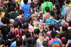 Bangkok am 15. April: Songkran-Festival an Silom-Straße, Bangkok, ist Stockfotografie