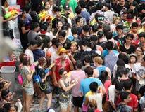 Bangkok am 15. April: Songkran-Festival an Silom-Straße, Bangkok, ist Lizenzfreie Stockfotografie
