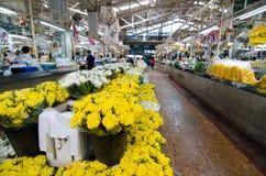 BANGKOK - Augusti 03: Blommamarknadsnamn Royaltyfri Fotografi