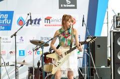 BANGKOK - AUGUSTI 30: Miyazawa Marin (gitarr) från LoVendor Grou Royaltyfri Bild