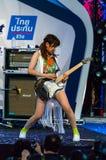 BANGKOK - AUGUSTI 30: Uozumi Yuki (gitarr) från den LoVendor gruppen I Arkivbild