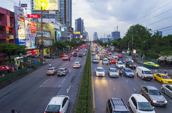 BANGKOK - AUGUSTUS 2 2014, de Straatscène van Thailand Bangkok met Heav Stock Fotografie