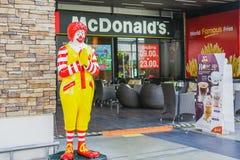 BANGKOK - AUGUSTUS 22, 2017: Ronald -Ronald-mcdonald bij het restaurant van McDonald ` s op 22 Augustus, 2017 in Bangkok, Thailan Stock Foto