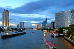 Bangkok bij Schemer Royalty-vrije Stock Afbeeldingen