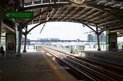 BANGKOK BTS Skytrain przy Tajlandia fotografia royalty free