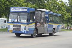 Bangkok bussbil nummer 104 Arkivbild