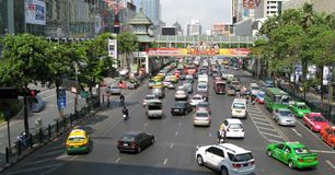 bangkok centraltrafik Arkivbild