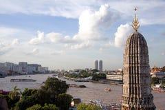 Bangkok, Chao Phraya en Wat Arun   Stock Afbeeldingen