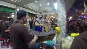 BANGKOK - CIRCA 2015: Traditionelles thailändisches Tanzen stock video