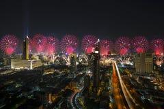 Bangkok cityscape, fyrverkeriberöm i affärsområdet av Bangkok Thailand, lyckligt nytt år 2019 Thailand - 31 December royaltyfri fotografi