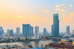 Bangkok cityscape och Chao Phraya River Arkivfoton