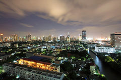 Bangkok cityscape på skymninghimmel Arkivbilder